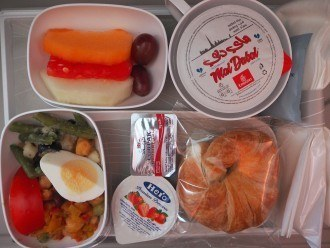 Emirates EK205 Dubai to Milan International Economy Meals review